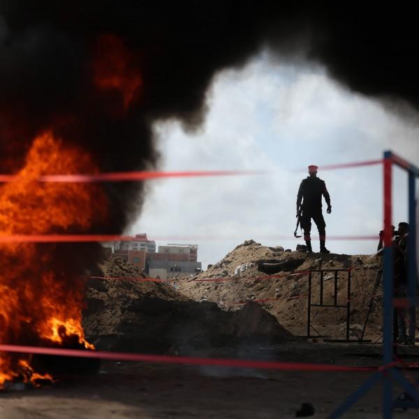 GAZA CITY, GAZA - 11. Mai: Sicherheitskräfte vernichten eine riesige Menge an Drogen (Credit: Getty Images)