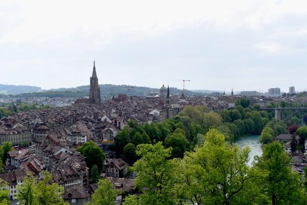 Vom Rosengarten aus überblickt man die ganze Berner Altstadt.