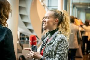 Hier seht ihr mich im Interview an einem Event.
