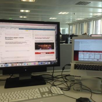 So sieht ein Arbeitsplatz im Blick-Newsroom aus.