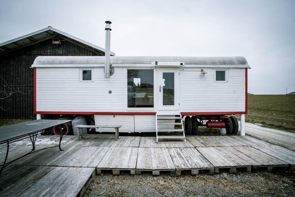 FOTO: THOMAS MEIER, Buchberg (SH), 23.02.18. Kevin Rechsteiner, Besitzer eines Tiny Houses.