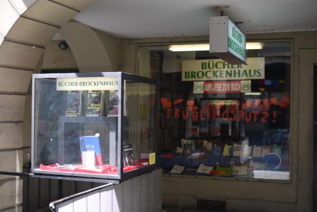 Das Bücher-Brockenhaus ist gefüllt mit Secondhand-Büchern.